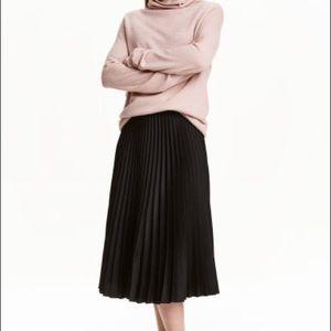 H&M Black Pleated Midi Skirt - Size 4